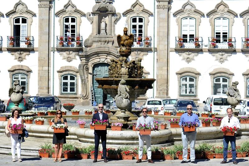 Floreiras dão cor ao centro histórico de Braga
