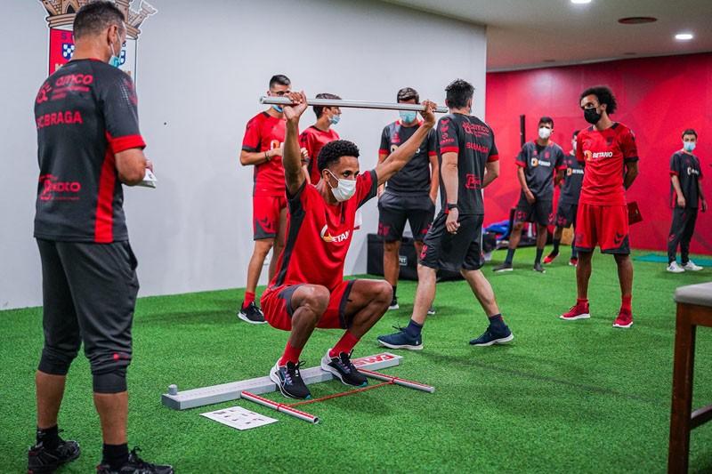 Guerreiros estão de volta à acção com dois reforços e Fábio Martins