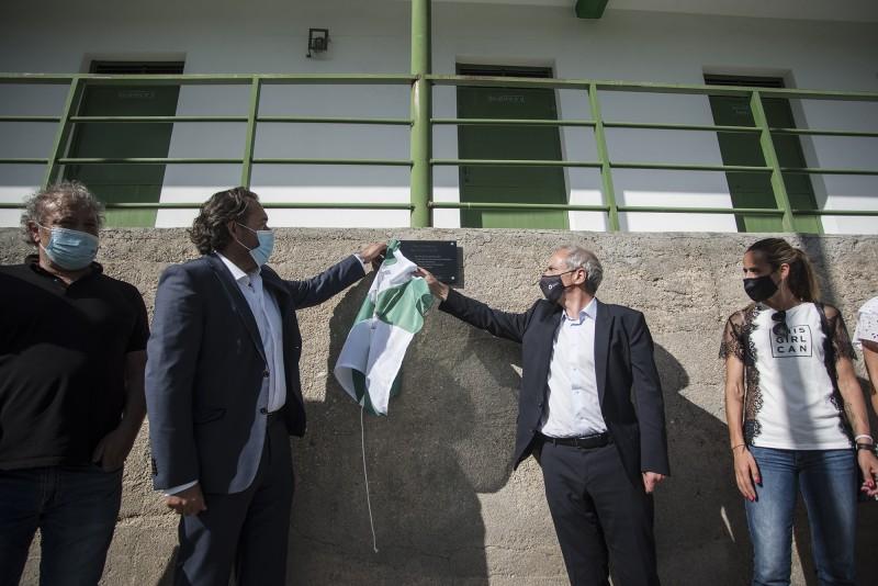 Domingos Bragança inaugura o novo piso sintético do ringue da A.C.R de Conde