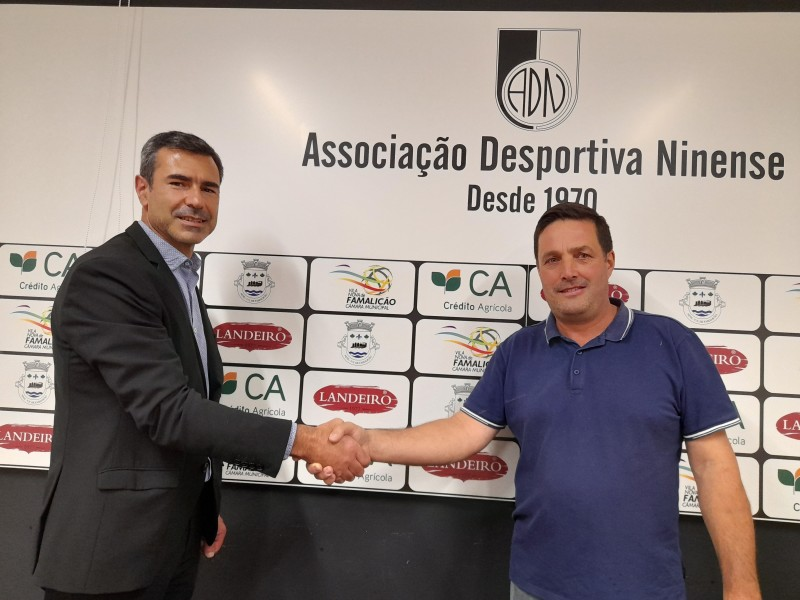 Amadeu Costa continua no Ninense