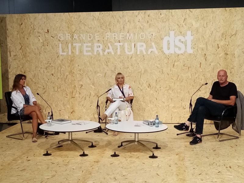 Livro mostra 35 anos de carreira de artista alemão residente em Portugal