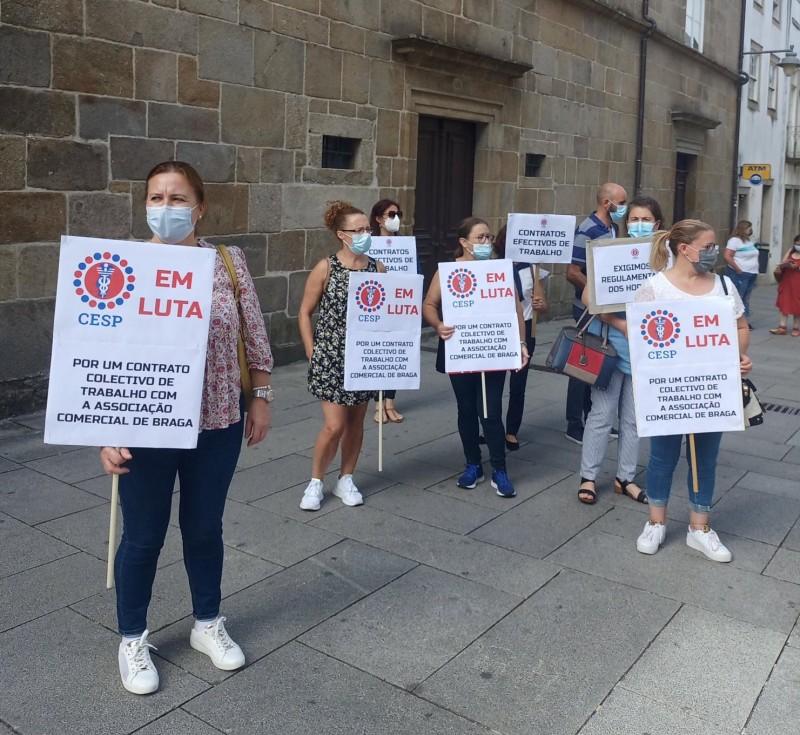 Trabalhadores do comércio pedem revisão salarial