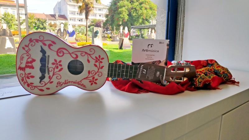 Posto de Turismo acolhe exposição de instrumentos musicais artesanais