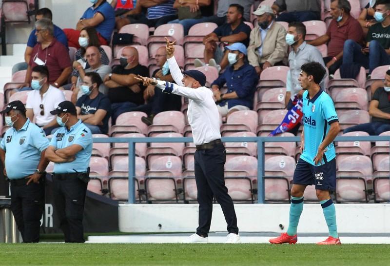 Álvaro Pacheco já é o segundo técnico com mais partidas disputadas