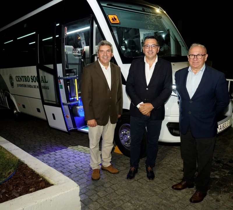 Juventude Unida das Marinhas adquire novo autocarro com o apoio da Câmara Municipal
