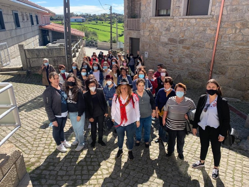 Mulheres de Vila Verde passeiam em Montalegre