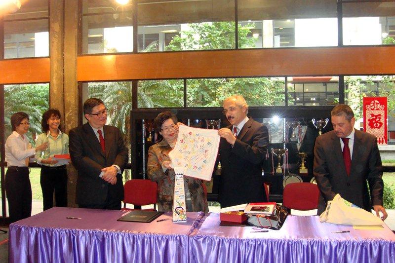 EPATV estreita laços com Macau