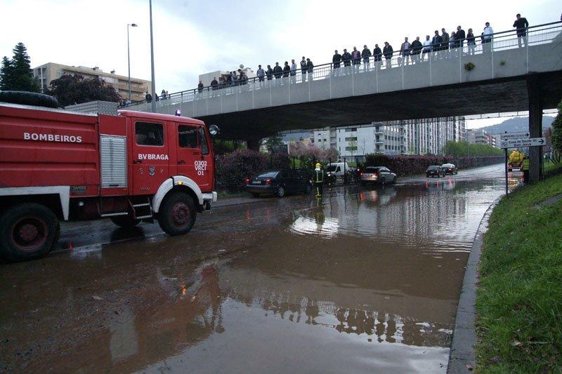Chuvadas lançam caos em Braga