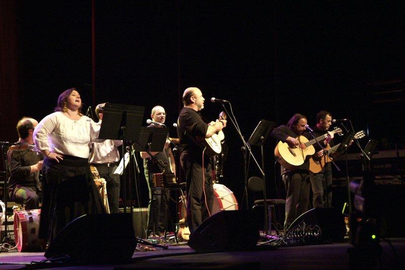 Grupo 'Raízes' volta a aparecer com novo CD - Sexta-Feira 13