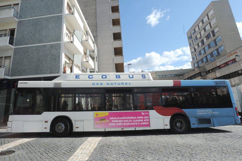 Idoso viola ordem de confinamento e obriga a paragem de autocarro